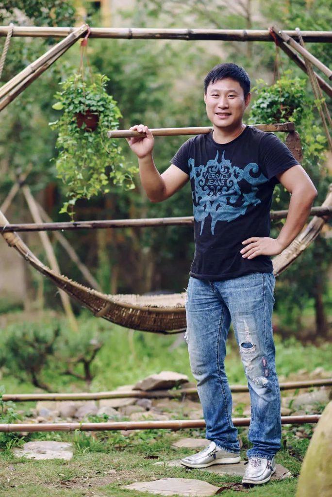 章国旗和他的一捆藤花园